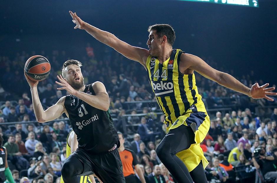 Fenerbahçe Beko, Daçka'yı rahat geçti