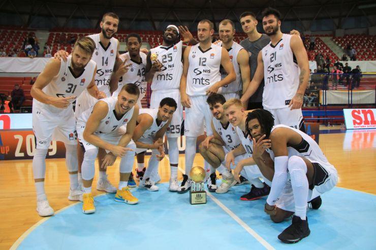 Andrea Trinchieri yönetimindeki Partizan, sezona kupayla başladı